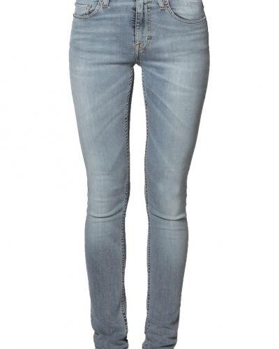 Till dam från Tiger of Sweden Jeans, en blå slim fit jeans.