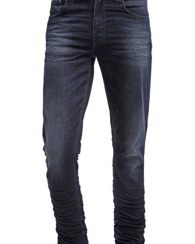 Till mamma från Nudie Jeans, en relaxed fit jeans.