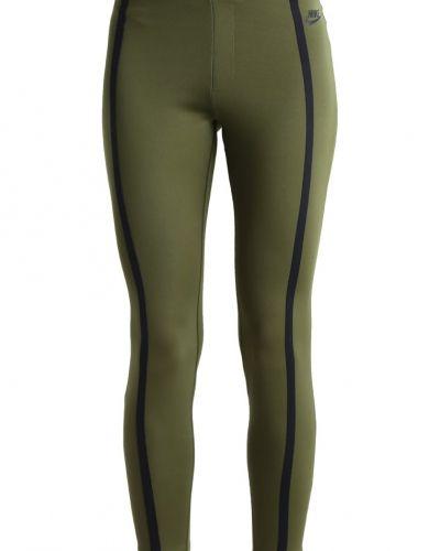 Till dam från Nike Sportswear, en leggings.