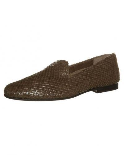 Till dam från Melvin & Hamilton, en brun loafers.