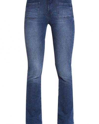Till tjejer från Tom Tailor Denim, en bootcut jeans.