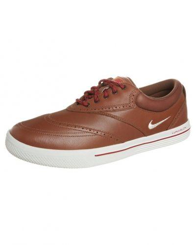 Nike Golf Nike Golf LUNAR SWINGTIP Golfskor Brunt. Traningsskor håller hög kvalitet.