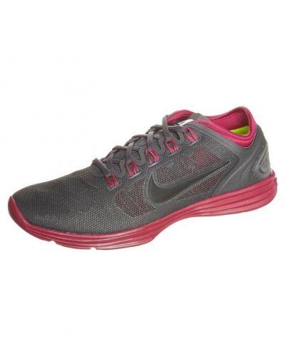 Nike Performance Lunarhyperworkout xt+ löparskor extra lätta. Traningsskor håller hög kvalitet.