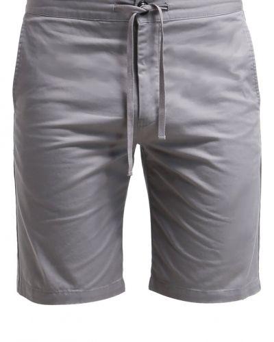 Filippa K jeansshorts till tjejer.