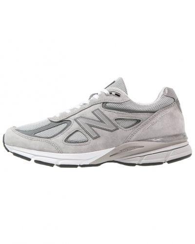 Till mamma från New Balance, en löparsko.