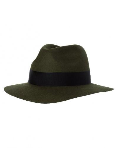 Till mamma från Reiss, en hatt.
