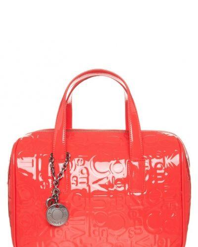 Calvin Klein Jeans Maggie large handväska. Väskorna håller hög kvalitet.