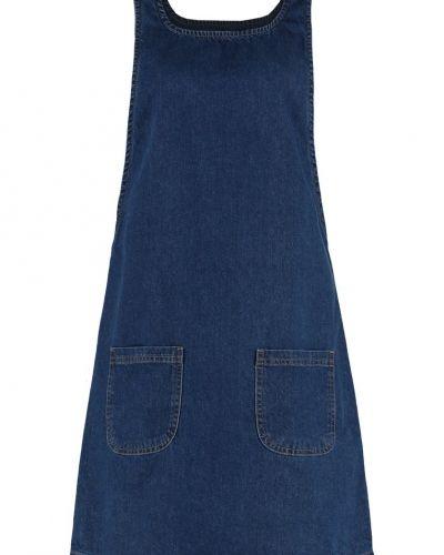 Martha jeansklänning mid blue New Look jeansklänning till tjejer.