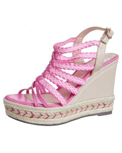 Till dam från Cassis côte d'azur, en rosa högklackade sandal.