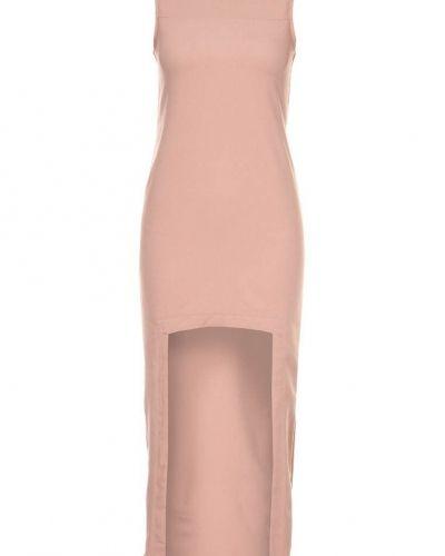 Till dam från Oh My Love, en rosa maxiklänning.