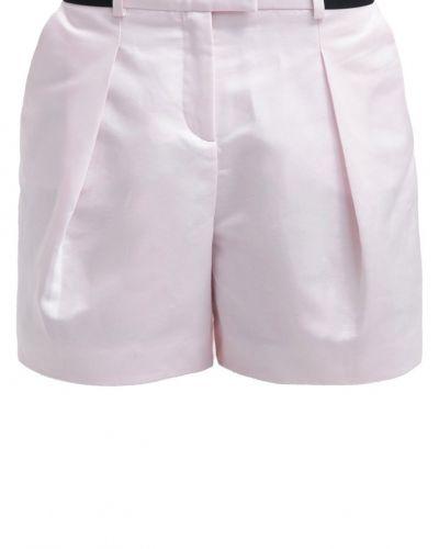 KARL shorts till dam.
