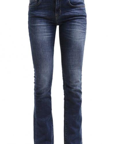 Till tjejer från Opus, en bootcut jeans.
