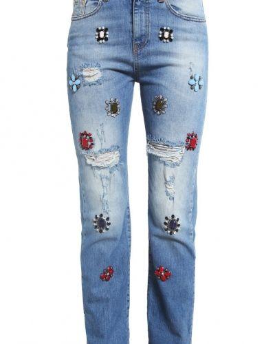 Till dam från Pinko, en bootcut jeans.
