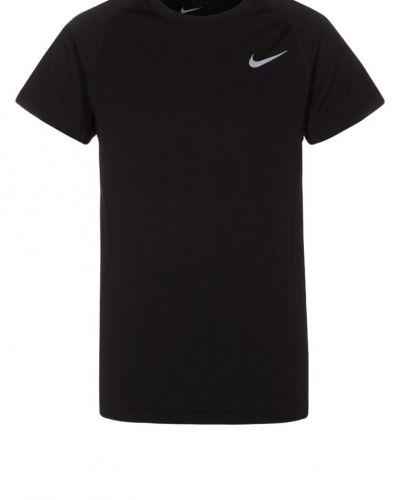 Nike Performance Miler funktionströja. Traningstrojor håller hög kvalitet.