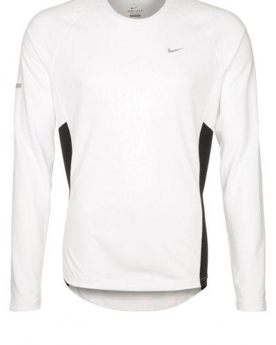 Nike Performance Miler tshirt långärmad. Traningstrojor håller hög kvalitet.