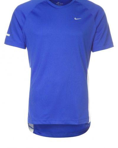 Nike Performance Miler uv funktionströja. Traningstrojor håller hög kvalitet.