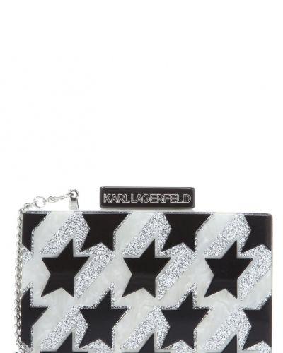 Till tjejer från Karl Lagerfeld, en kuvertväska.