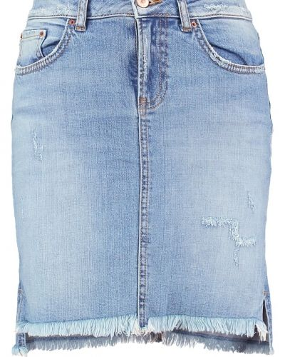 Till tjejer från LTB, en jeanskjol.