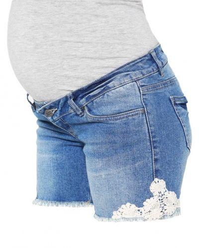 Till tjejer från Mama Licious, en jeansshorts.