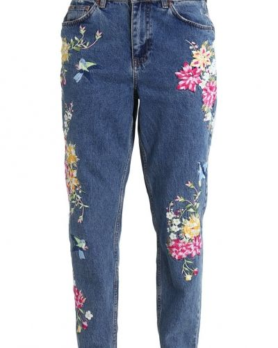 Till dam från Topshop Petite, en relaxed fit jeans.