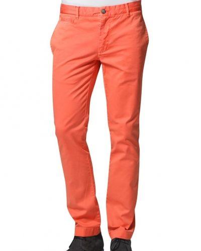 Orange chinos från Morris till killar.