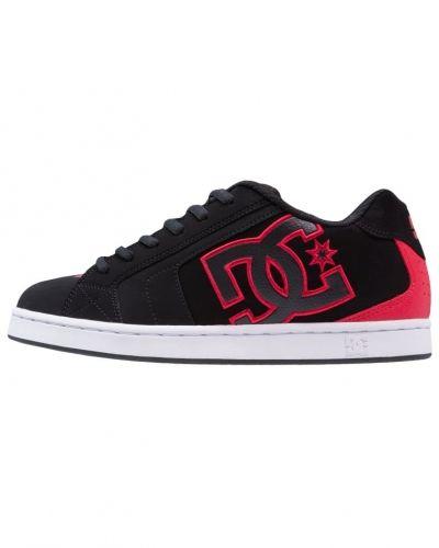 Net skateskor black/red DC Shoes skatesko till dam.