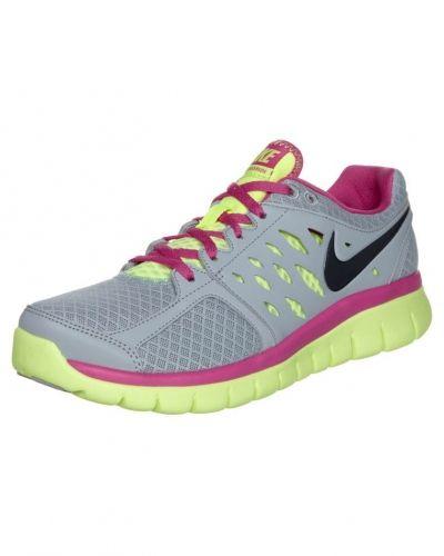 Nike Performance Nike flex 2013 löparskor extra lätta. Traningsskor håller hög kvalitet.