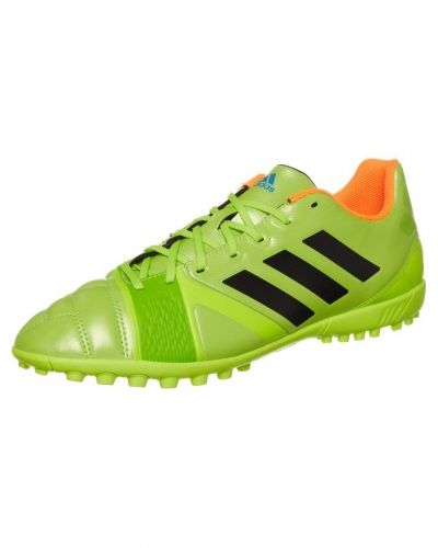 adidas Performance Nitrocharge 3.0 trx fotbollsskor. Grasskor håller hög kvalitet.