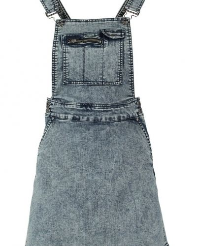 Till tjejer från Noisy May, en blå jeansklänning.