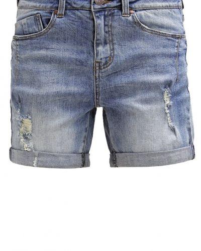 Till tjejer från Object, en jeansshorts.