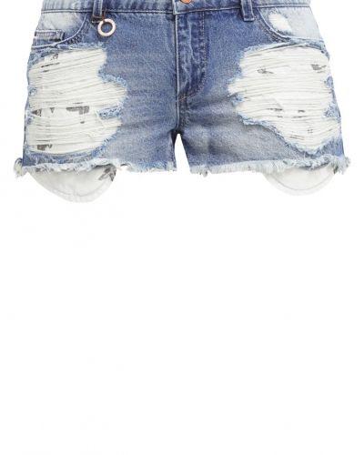 Till dam från ONLY, en jeansshorts.
