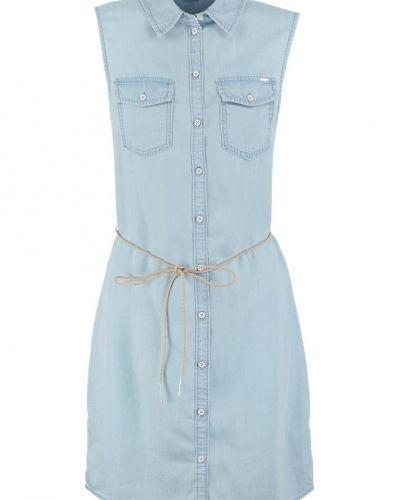 Onlclaire jeansklänning light blue denim ONLY jeansklänning till tjejer.
