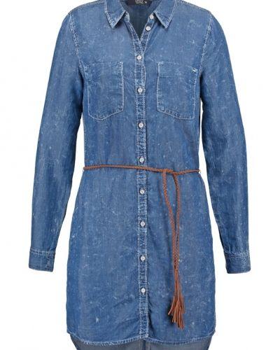 Onlhenna jeansklänning medium blue denim ONLY jeansklänning till tjejer.