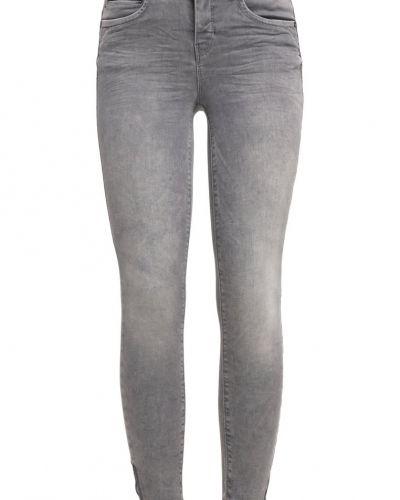 Till mamma från ONLY, en slim fit jeans.
