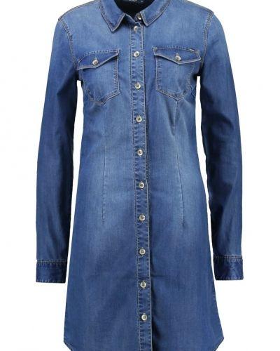 Onllonni jeansklänning medium blue denim ONLY jeansklänning till tjejer.