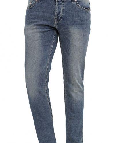 Till dam från Only & Sons, en slim fit jeans.