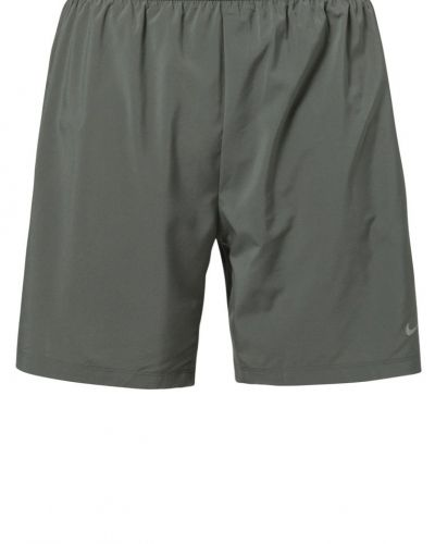 Nike Performance Phenom 2in1 shorts. Traningsbyxor håller hög kvalitet.