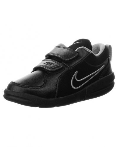 Pico 4 sneakers Nike Performance sneakers till kille.