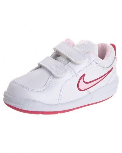 Vit sneakers från Nike Performance till tjej.