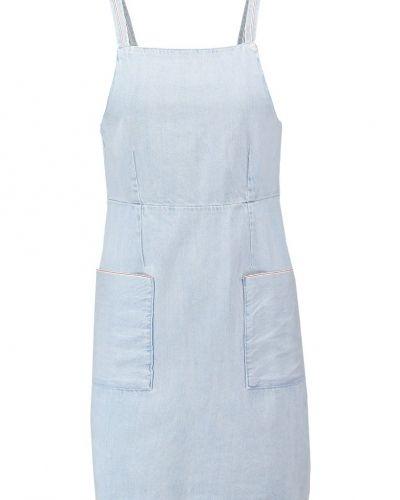 Till tjejer från Topshop, en jeansklänning.