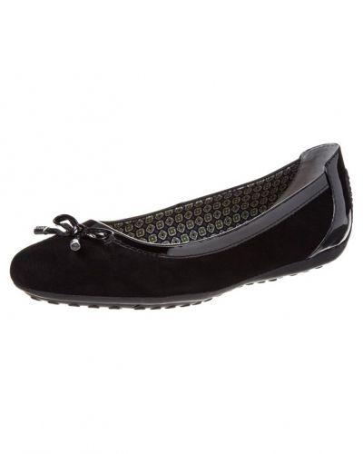 Till dam från Geox, en svart ballerinasko.