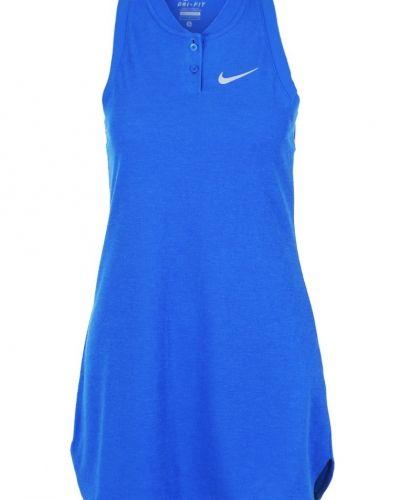 Sportklänning från Nike Performance till mamma.