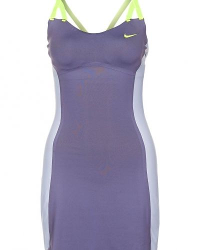Nike Performance PREMIER MARIA Sportklänning Lila från Nike Performance, Sportklänningar