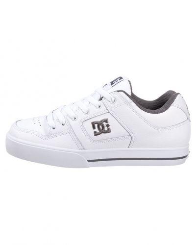 Till dam från DC Shoes, en skatesko.