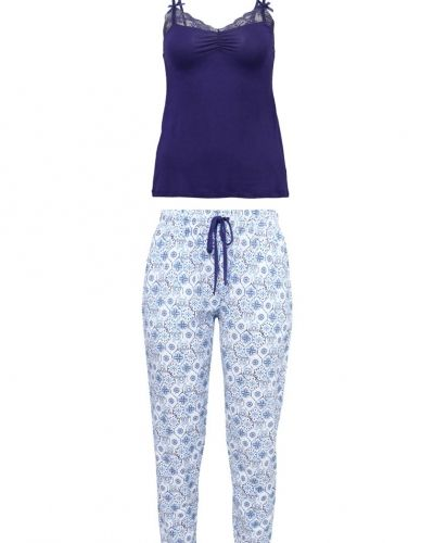 Pyjamas från Anna Field till mamma.