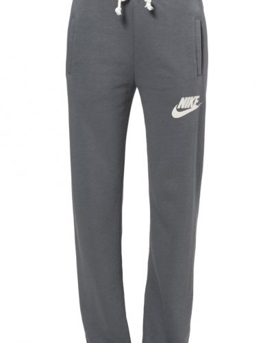 Nike Sportswear Rally loose. Traningsbyxor håller hög kvalitet.