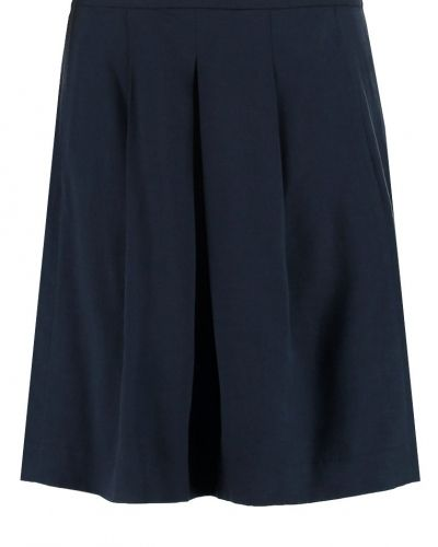 Veckade kjol från Opus till mamma.