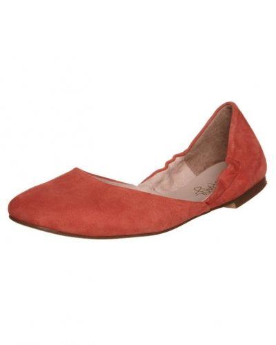 Röd ballerinasko från Taupage till dam.