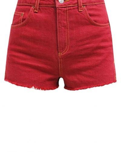 Raw hem mom jeansshorts red Topshop jeansshorts till tjejer.