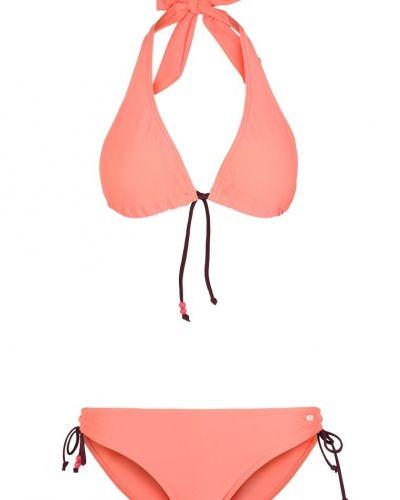 Till tjejer från Oxbow, en bikini.